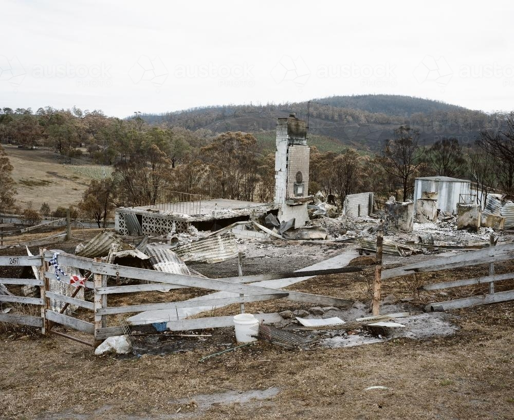 image of bushfire ravaged landscape with destroyed country house