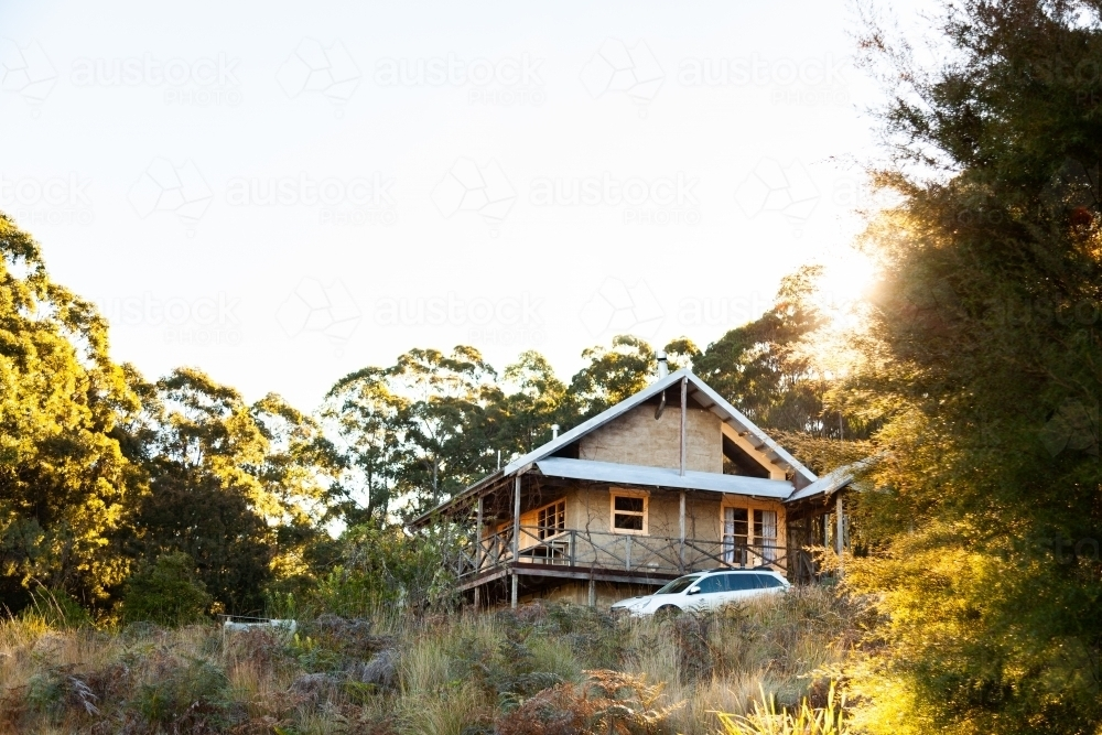 Cabin in the woods with car beside it on rural property in the hunter valley hills - Australian Stock Image