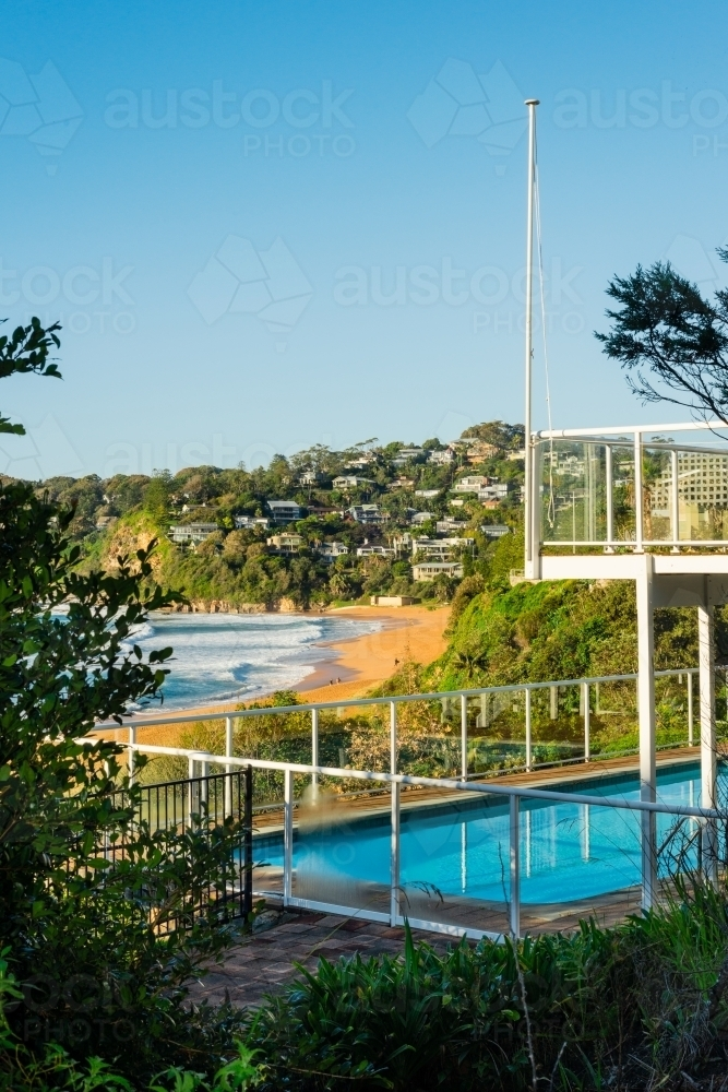 expensive housing in Sydney overlooking the beach - Australian Stock Image