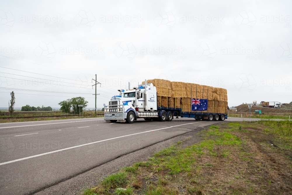 Hay Runners truck going through Singleton with bales of hay on the way to assist farmers in drought - Australian Stock Image