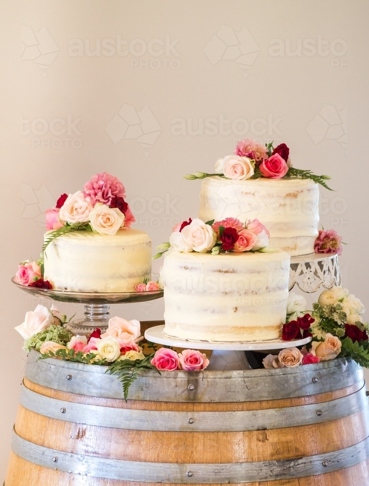 5 Tips for Buying Wedding Cakes on a Budget | Martha