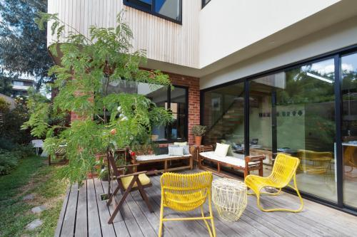 Outdoor patio deck on new renovation extension in contemporary Melbourne home