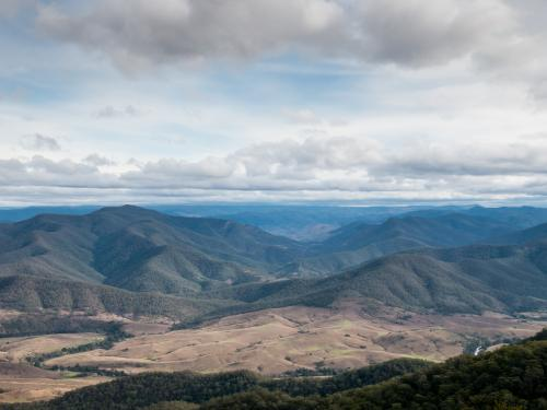 View of mountainous terrain from Carsons Lookout