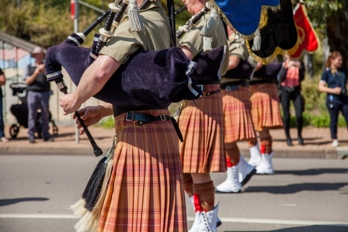 Army band in kilts playing bagpipes in military freedom of entry parade