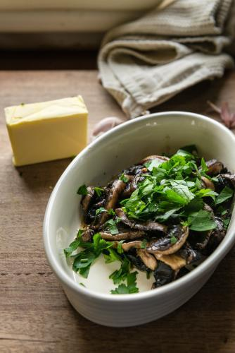 cooked mushrooms with parsley and butter