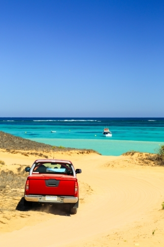 4WD arrives at the ocean and Ningaloo Reef in Coral Bay