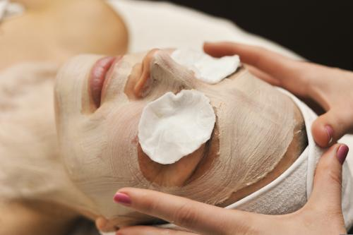 Facial beauty treatment, with hands