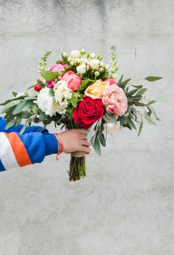 hands holding a bouquet of flowers.