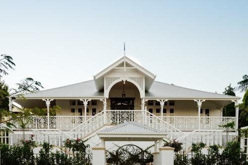 Large queenslander home with butterfly stairs