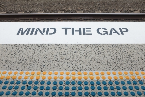 Mind the gap sign at a train station