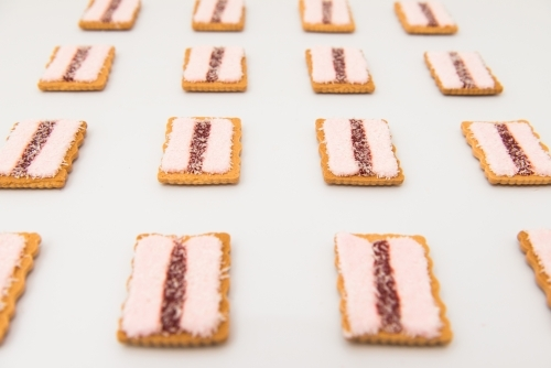 Rows of Iced vovo biscuits