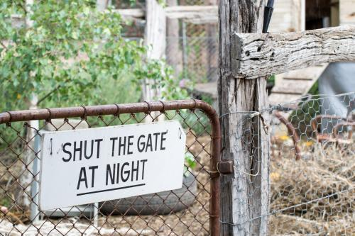 Shut the gate sign on a chicken coop.