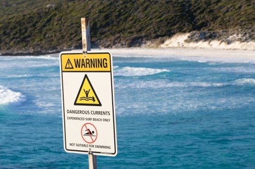 Sign warning of dangerous currents at beach
