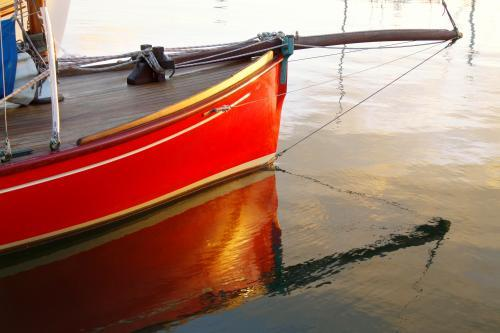 A couta boat and its reflection
