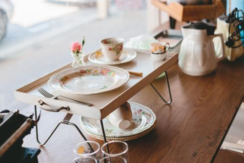 Vintage homewares in an opshop