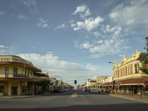 Wide angle of argent street in Broken Hill